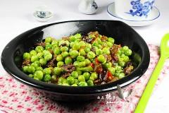 清香鲜嫩的下饭菜---腊肠烩豌豆