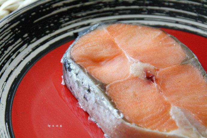 怎么选购和烹调三文鱼的做法 怎么选购和烹调三文鱼的家常做法 怎么