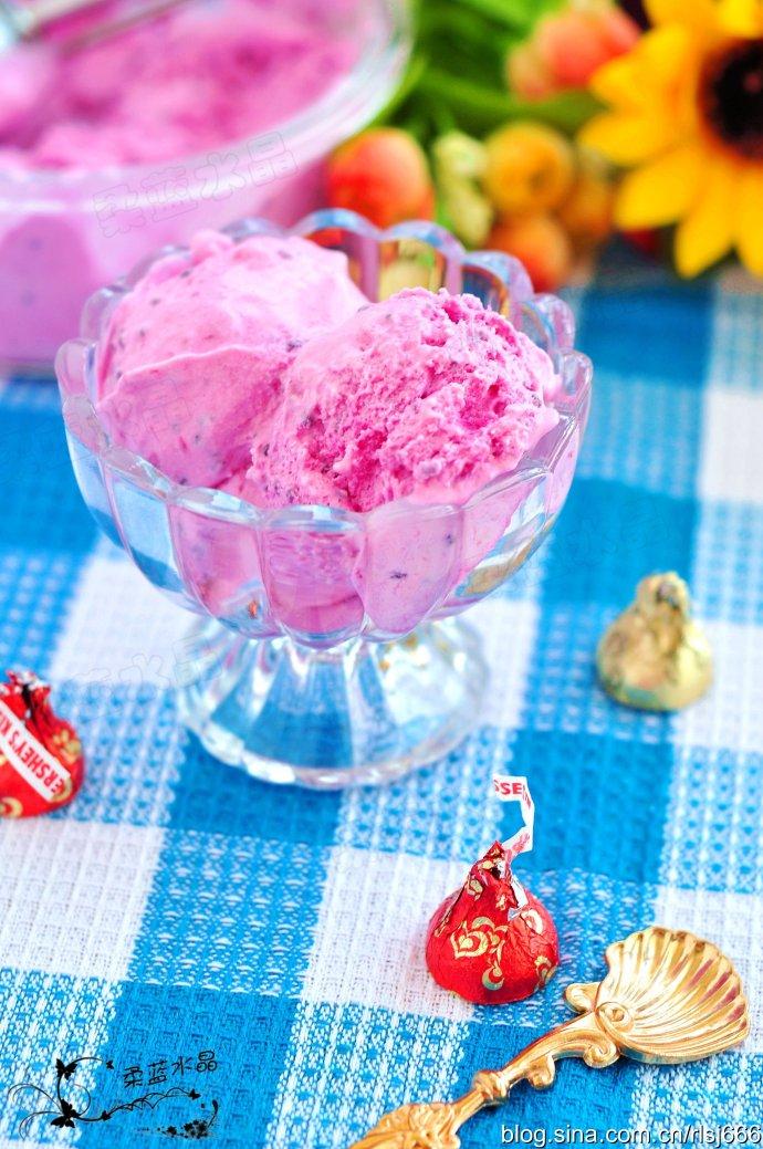 美艳红火龙果冰淇淋