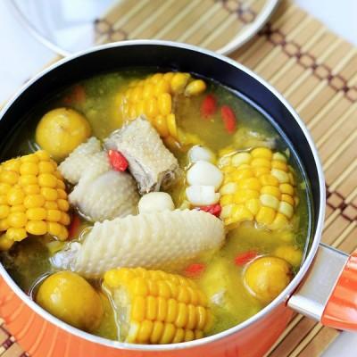 初秋滋补祛秋燥的玉米莲子炖土鸡