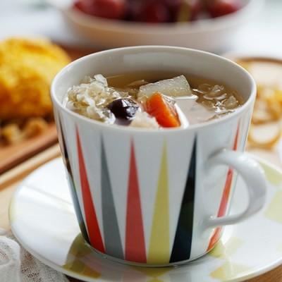 雪梨银耳润燥美颜汤