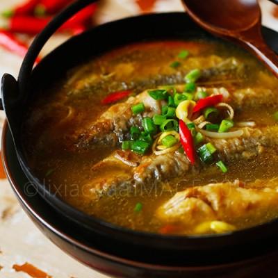 冬天喝碗酸爽香辣的小鱼汤温暖身心