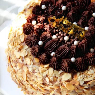杏仁巧克力奶油蛋糕