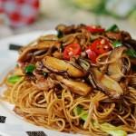 广式茶餐厅超受欢迎的豉油皇炒面