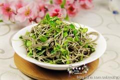 时令金牌小菜---香椿苗拌豆腐丝