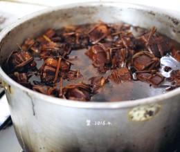 【这个春天】千年古银杏树下最过瘾的五花肉吃法。