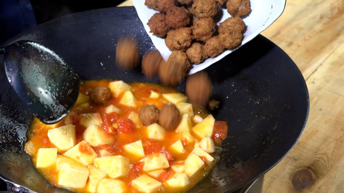 【土豆番茄烩圆子】—团团圆圆幸福餐