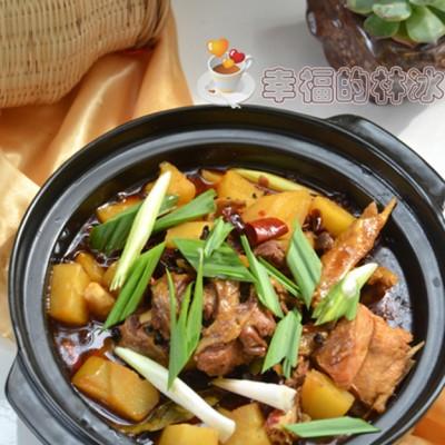 美味与颜值并存-砂锅土豆炖柴鸡