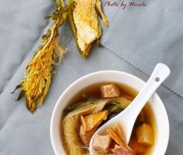 迎接冬日的一碗热汤:霸王花鱿鱼瘦肉汤
