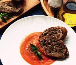 番茄热浓汤一口一口蘸着吃起来