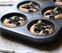 教你快速掌握美式简易蛋糕--【爆浆蓝莓马芬】
