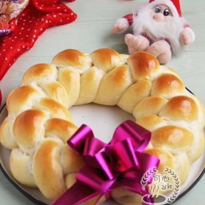 四股辮子圣誕花環面包