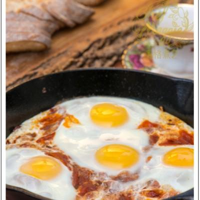 铁板蒜香茄汁煎蛋:滋味浓郁的意式早餐