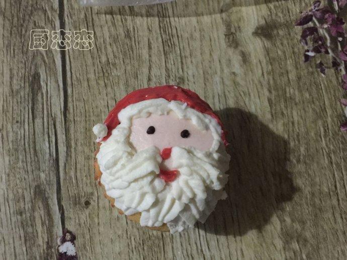 """嗨翻圣诞节的应景甜品""""圣诞杯子蛋糕"""""""
