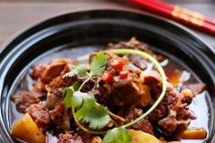 寒冬里的幸福美食--羊蝎子火锅