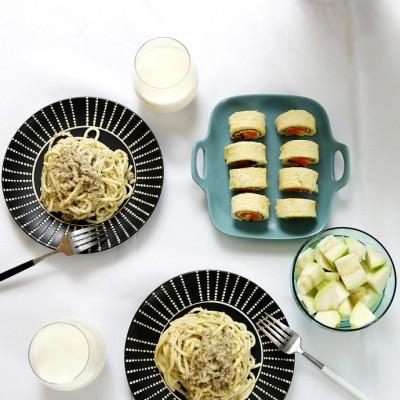 【早餐°】2016-12-24:藜麦奶油意粉/吐司卷/番石榴/牛奶