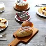 【早餐°】2016-12-28:奶油蛋糕/软欧/美式炒蛋/脆皮肠/水果/牛奶