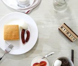 【早餐°】2017-1-3:奶油蛋糕/脆皮肠/白煮蛋/荞麦面/无糖酸奶/卡布奇诺