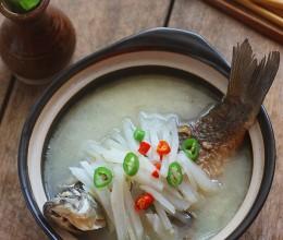 白萝卜鲫鱼汤-消脂化痰,鲜美开胃