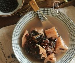 莲藕黑豆煲鲶鱼汤