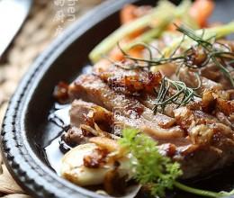 樱桃酒迷迭香鸭肉