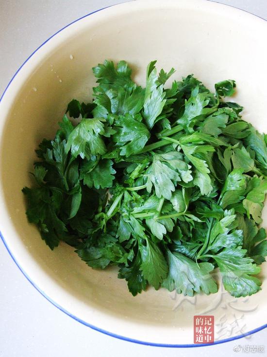 芝麻凉拌芹菜叶