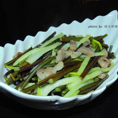 蕨菜荞苗炒咸猪肉