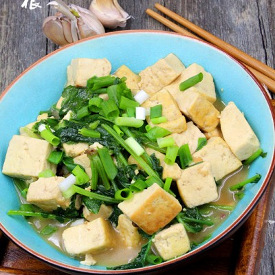 吃什么可以长高--养生补钙菜萝卜缨炖豆腐