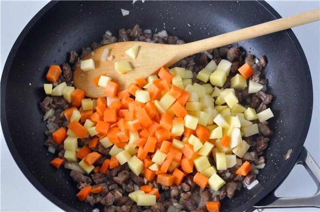 电饭锅土豆牛肉焖饭