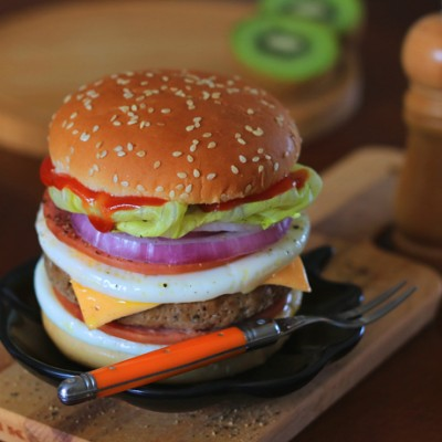 10分鐘能量早餐-黑椒豬柳火腿雙蛋芝士堡