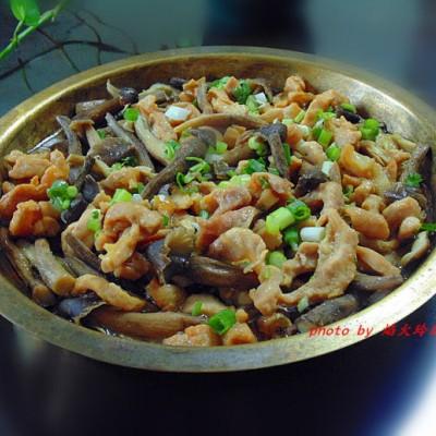 最是当造【荔枝菌蒸猪板筋】,鲜上加鲜更美味。
