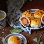 中秋节红豆沙蛋黄酥