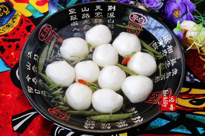 杭州经典名菜-西湖莼菜鱼圆汤