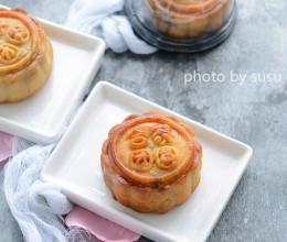 广式蛋黄豆沙月饼