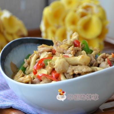 颜色诱人营养丰富的瘦肉炒黄蘑