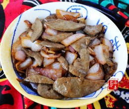 【祺宝家厨】洋葱炒猪肝,这样炒出来猪肝的更嫩滑