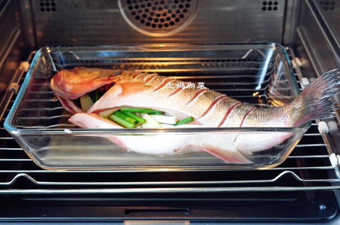 酸汤蒸鲈鱼
