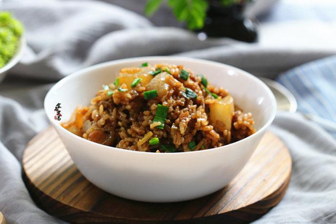 秋天不能错过的主食—【五花肉虾米萝卜焖饭】
