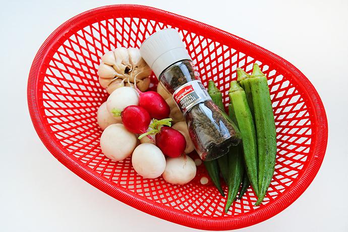 减肥食谱香蒜秋葵烩口蘑