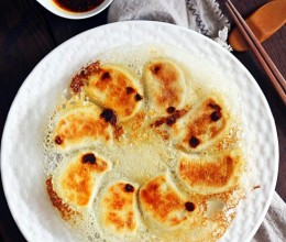 海参鲜肉芹菜馅冰花蕾丝煎饺