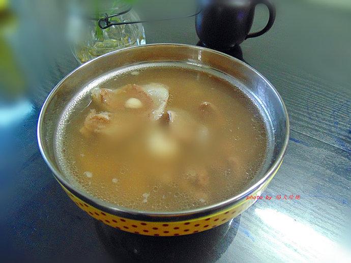 入秋必饮清润祛湿汤水-芡实莲子百合猪骨汤