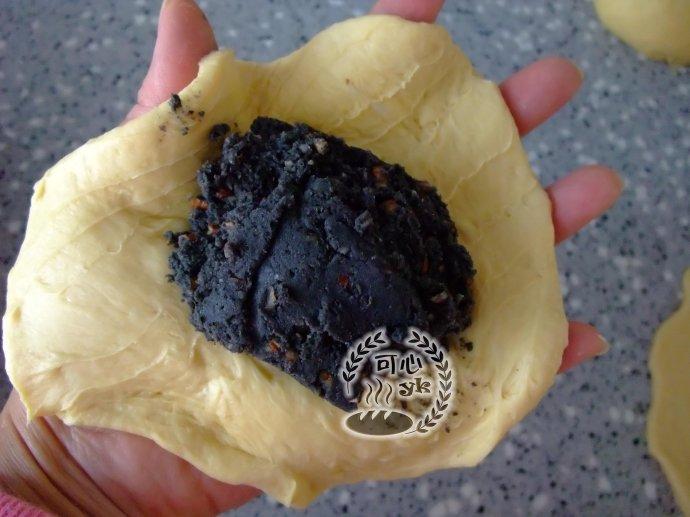 南瓜碧根果黑芝麻小花面包