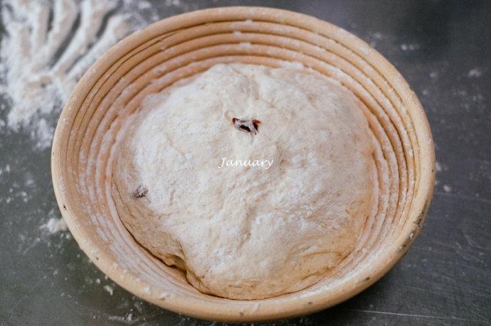 蔓越莓碧根果欧包—铸铁锅免揉欧包
