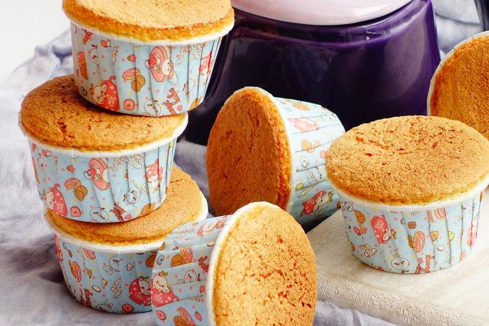 裱花乳酪杯子蛋糕