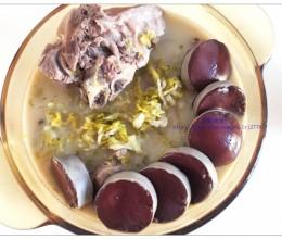东北菜-大骨头酸菜炖血肠