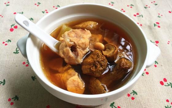 暖心暖胃防燥补水-干松茸排骨汤