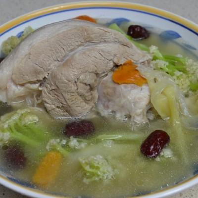 冬季养生汤-霸王花蹄髈汤