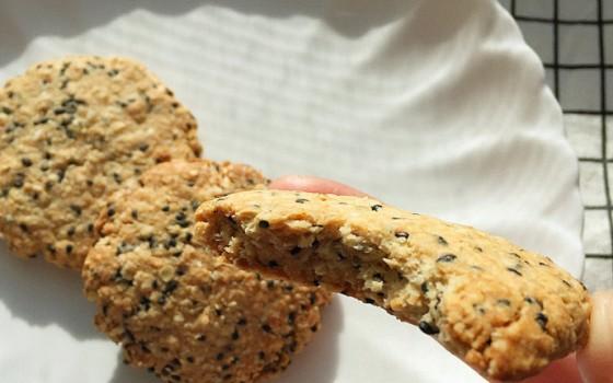 黑芝麻燕麦饼干