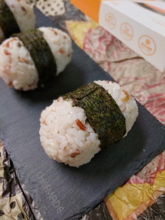 三文鱼肠饭团