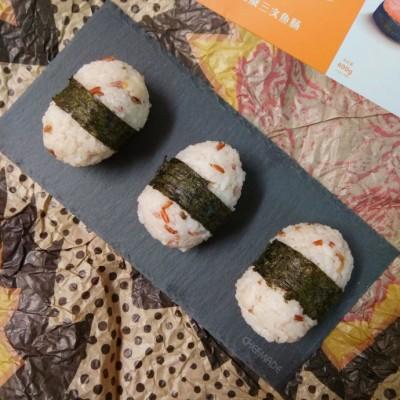 三文魚腸飯團